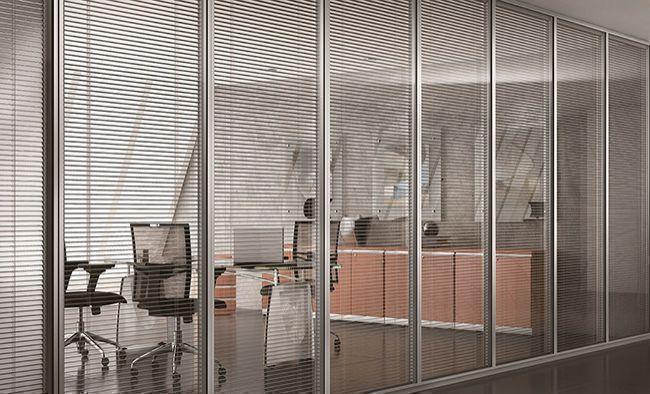 Divisórias piso-teto de vidro garantem conforto acústico para escritórios -  Revista Vidro Impresso