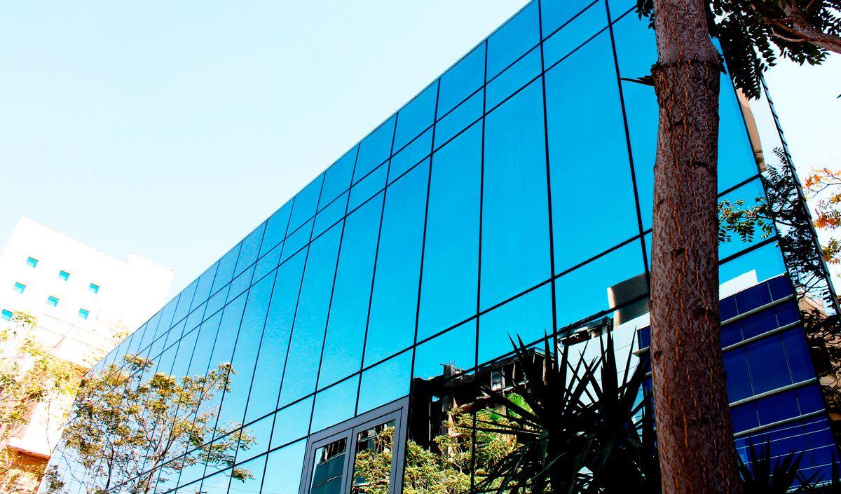http://vidroimpresso.com.br/imagens/noticias/setor-vidreiro/fachada-pele-de-vidro:-mercado-lucrativo-e-promissor-exige-responsabilidade-fachada-pele-de-vidro-mercado-lucrativo-e-promissor-exige-responsabilidade.jpg
