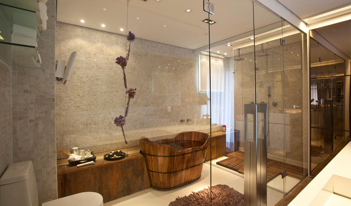 Fechamento em vidro para área privativa de banheiro grande