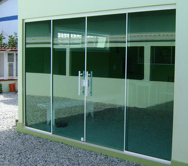 Portas de vidro revista vidro impresso for Porta 4 folhas de vidro temperado