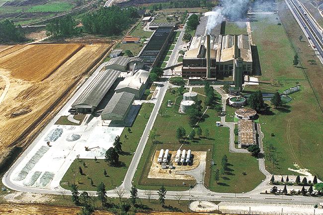 vista panorâmica da antiga Providro e da terraplenagem para a construção da Cebrace, que seria inaugurada em 1989 em Caçapava