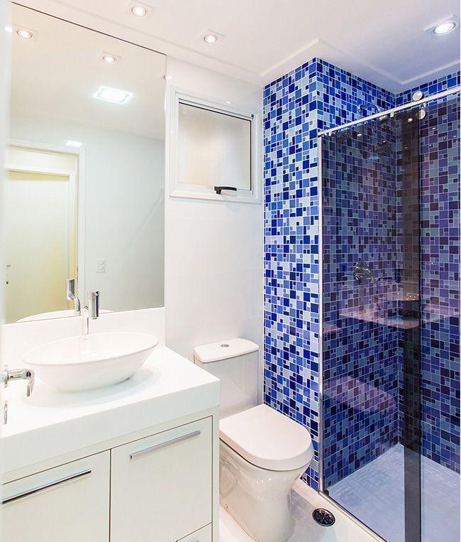 Box com vidro transparente valoriza o uso de pastilhas na decoração  Revista -> Decoracao Com Pastilhas De Vidro Em Banheiro